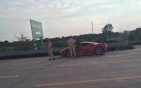 Ferrari 488 GTB biển đẹp của Tuấn Hưng bị cảnh sát giao thông tuýt còi trên đường cao tốc Hà Nội – Hải Phòng