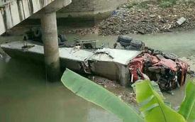 Hà Giang: Xe đầu kéo tông sập lan can cầu, lao xuống sông, 2 người tử vong