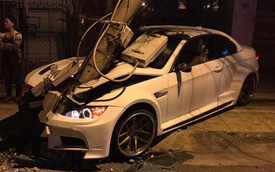 BMW độ thân rộng của tay chơi Đà Lạt tông gãy trụ đèn, đầu xe hư hỏng nặng nề