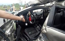 Mazda6 bị đâm rúm ró nhưng không bung túi khí