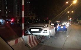 Hà Nội: Hyundai Grand i10 leo dải phân cách lúc nửa đêm