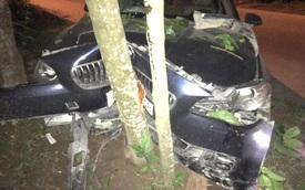 Quảng Ninh: Xe sang BMW 520i tông trực diện vào cây sấu, hư hỏng nặng phần đầu xe
