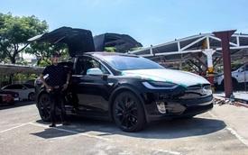 """""""Soi"""" SUV điện Tesla Model X P100D đầu tiên tại Việt Nam"""