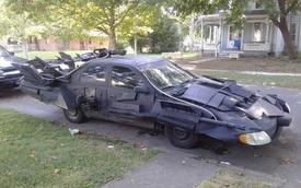"""""""Dân chơi"""" biến Toyota Camry thành xe Batmobile của Người Dơi"""