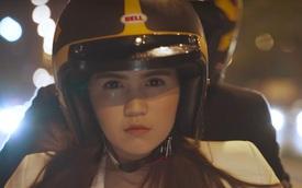 Ngọc Trinh cầm lái Ducati Scrambler đưa bạn trai đi trốn
