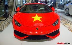 Lamborghini Huracan chính hãng dán tem cờ đỏ sao vàng cổ vũ U23 Việt Nam