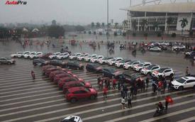 U23 Việt Nam tranh chung kết, người Việt đổ ra đường cổ vũ dưới trời mưa lạnh