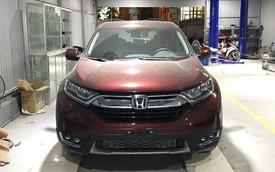 Vừa ra khỏi đại lý, chủ Honda CR-V 2018 đưa ngay xe đi độ đèn vì chưa hài lòng với ánh sáng
