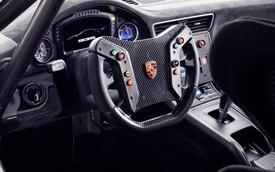 Mặc các hãng bỏ vô lăng và hộp số sàn nhưng Porsche thì không bao giờ