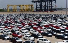 Tuần cuối năm, 3.680 ô tô ngoại đổ về Việt Nam