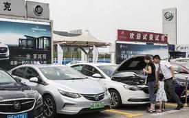 """General Motors và Volkswagen đang cảm nhận """"nỗi đau"""" vì dân Trung Quốc ít sắm ô tô hơn"""