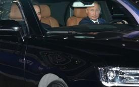 """Tổng thống Putin đích thân cầm lái """"Rolls-Royce của nước Nga"""" chở khách quý thăm thú đường đua F1"""