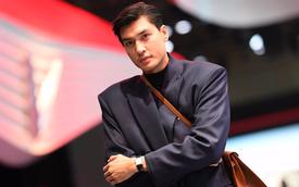 """Hoàng Thùy, Quang Đại háo hức trước """"giờ G"""" ở Paris Motor Show"""