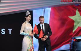 Ảnh: David Beckham cùng Hoa hậu Việt Nam 2018 Trần Tiểu Vy bên cạnh cặp đôi xe VinFast tại Paris