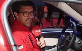 Đứng cạnh Ferrari nhưng xe VinFast vẫn hút đông đảo truyền thông quốc tế