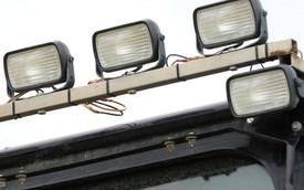 Ở nước ngoài, ô tô lắp thêm đèn chiếu sáng có bị phạt giống như Việt Nam không?