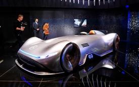 """Mercedes Vision EQ Silver Arrow - """"Mũi tên bạc"""" nước Đức sở hữu la-zăng 168 chấu kì dị nhất thế giới"""