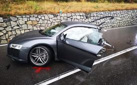 Audi R8 bị xé làm 2 mảnh sau tai nạn với xe van, tài xế thoát chết thần kỳ