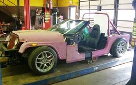 Bó tay với bản độ Chevrolet Corvette thành Jeep mui trần hồng chơi Halloween nhưng nhận cái kết đắng