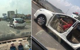"""Hình ảnh chiếc ô tô """"bao mát"""" khiến người đi đường giật mình thảng thốt"""