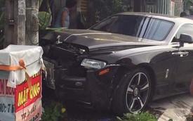 Đâm vào cột điện, Rolls-Royce Wraith của đại gia Việt nát đầu