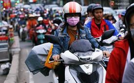 Ngày làm việc cuối cùng trong năm: Người Hà Nội đội mưa rét ra bến xe, Sài Gòn bắt đầu ùn tắc các ngả đường