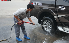 """Loạn giá rửa xe cận Tết - có giá riêng cho """"xe nam"""" và """"xe nữ"""""""