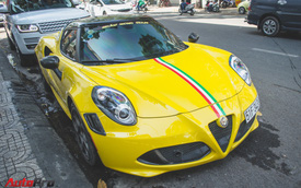 """""""Mai vàng"""" Alfa Romeo 4C Launch Edition xuống phố đón Tết"""