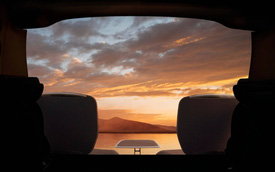Rolls-Royce Cullinan được trang bị bộ bàn ghế tự động phục vụ đại gia ngắm cảnh