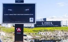 """BMW muốn trêu tức Audi bằng biển quảng cáo nhưng gặp """"gậy ông đập lưng ông"""""""