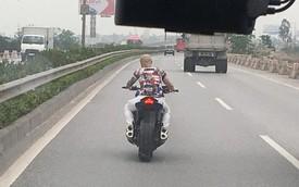 Thanh niên chạy PKL không mũ, không gương, không cả tóc lao vun vút trên cao tốc Cầu Giẽ - Ninh Bình