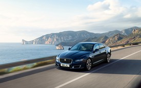 Jaguar ra mắt XJ50 chúc mừng sinh nhật chiếc sedan sau nửa thế kỷ tồn tại