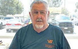88 tuổi vẫn bán xe, saleman già nhất thế giới nói: Nghỉ hưu để làm gì?