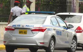 Làm gì khi bị cảnh sát giao thông giữ lại nơi đất khách quê người?