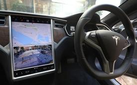 Một chủ sở hữu xe Tesla có thể bị cấm lái xe 18 tháng vì rời khỏi ghế lái xe