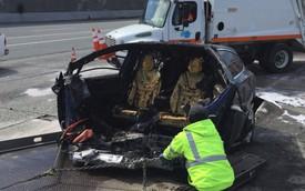 Sau tai nạn, ắc quy xe Tesla vẫn bốc cháy một lần nữa