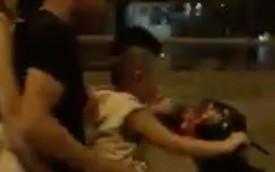 Clip em bé mẫu giáo đèo bố mẹ chạy vù vù trên xe gắn máy gây tranh cãi trên MXH