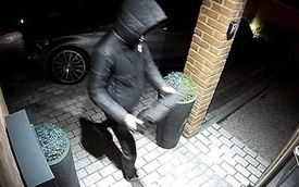Clip: Trộm sử dụng công nghệ cao đánh cắp xe BMW chỉ trong 23 giây