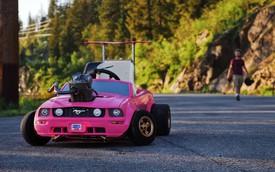 Chiếc Mustang hồng này chắc chắn là dòng ô tô đồ chơi xịn nhất thế giới