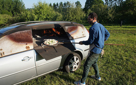 Biến Ford Mondeo cũ thành lò nướng pizza