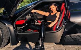 Em gái út của Kim siêu vòng 3 khoe Ferrari LaFerrari triệu USD được Travis Scott tặng