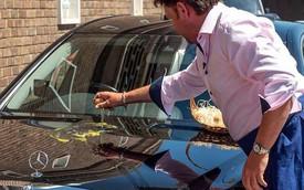 Đầu bếp danh tiếng trổ tài rán trứng bằng nắp ca pô Mercedes-Benz S-Class