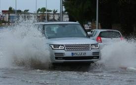 Chủ xe Jaguar và Land Rover tại Việt Nam sẽ không còn lo thủy kích sau mưa lớn nhờ gói hỗ trợ mới chính hãng
