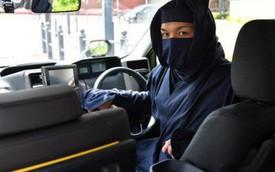 Đi taxi ở Nhật Bản mùa này: Tài xế nếu không phải ninja huyền thoại thì cũng là vệ sĩ vest đen cực ngầu và còn được trang bị cả… súng nước