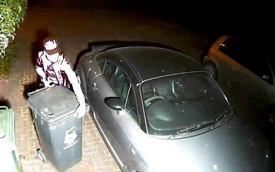 Bỏ qua Audi TT đỗ hớ hênh, tên trộm vui tính cuỗm đi 2 chiếc thùng rác