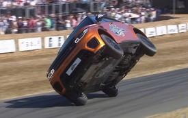 Range Rover Sport SVR biểu diễn đi 2 bánh, phá luôn kỷ lục thế giới