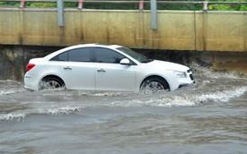 Lái xe qua đường ngập nước cần tuân thủ những quy tắc sau để tránh chết máy hay thủy kích