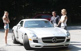 Mercedes-Benz SLS AMG chết máy, Justin Bieber cùng bạn gái phải đứng chờ giữa đường