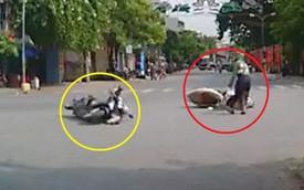 Góc oái oăm: 2 nữ ninja đi đường không quan sát rồi đâm nhau khiến cả 2 ngã lăn ra giữa đường