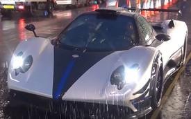 Clip: Xót xa cảnh Pagani Zonda Riviera độc nhất vô nhị dầm mưa trên phố